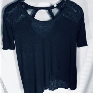 FREE PEOPLE s/s top w/cut-outs & Lace Details